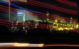 En senhöstkväll med fotoklubben ... vi lekte med långa slutartider - här passerade en lastbil...