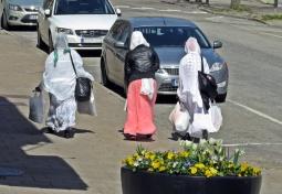En spännande trio på shoppingtur...