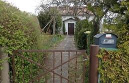 Passerade det lilla vita huset som ser så ensamt ut... och som inte direkt är välkomnande på något sätt...