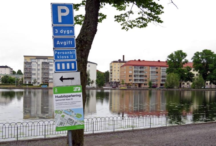 På plats i Eskilstuna ... perfekt läge - bara några kvarter från centrum. 50 kr per dygn och max tre dygn .