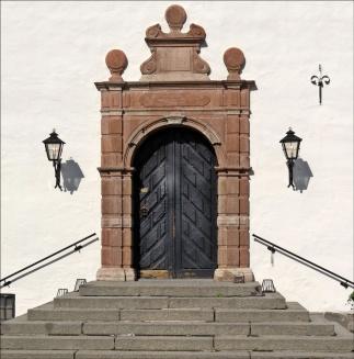 Den fina entrén in till slottet...