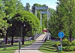Gång och - cykelbro mot centrum