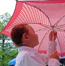 Ludvig lånade paraplyet