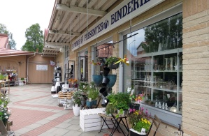 Blomsteraffären med blommor och prydnadsföremål...