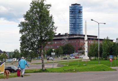 När jag nu äntligen kom hit, så är det berömda klocktornet på Stadshuset inplastat! Ska monteras ner för att flyttas till det som ska bli Kirunas nya centrum.