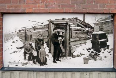 En av Kirunas första familjer ... flickan på armen är Kirunas förstfödda år 1900..