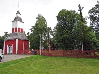Jukkasjärvi kyrka med de äldsta delarna från 1600-talet. Spännande altartavla av konstnären / skulptören Bror Hjort