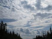 Lite moln på den i övrigt blå himlen.