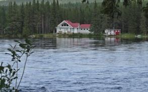 De på andra sidan här fint läge ... i alla fall om det inte blir översvämning...