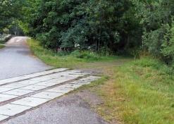 Här följde jag den gamla banvallen in till höger ...