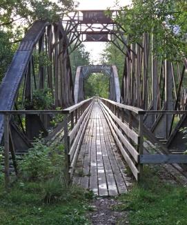 Framme vid den första av de två broarna...