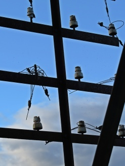 Rester från en förgången tid ... gamla isolatorer till telefonledningarna...