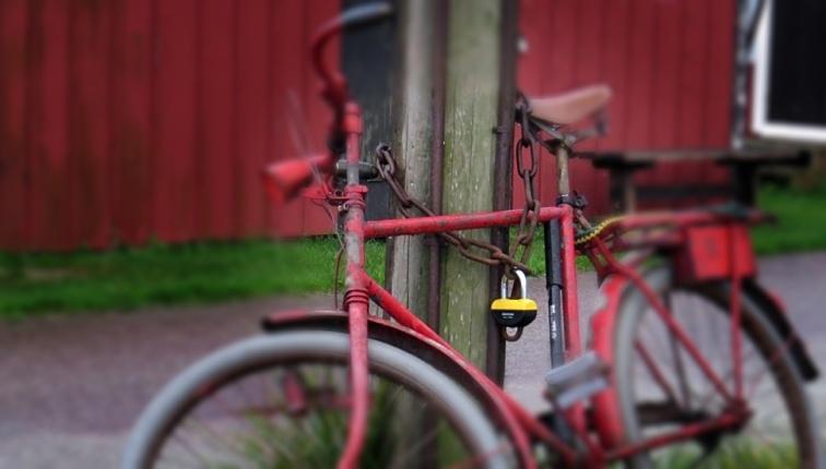Ett riktigt rejält lås på den gamla cykeln!