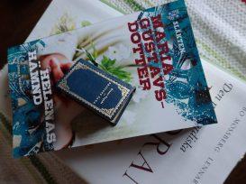Gillar både stora och små böcker.. Är nog allätare, men föredrar historiska romaner och faktaböcker framför deckare som jag nästan aldrig läser.