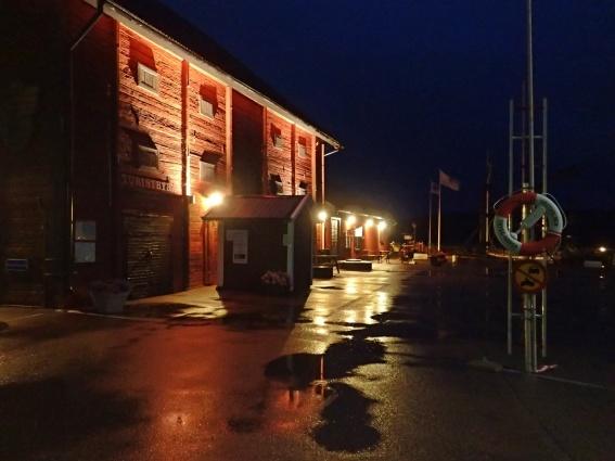 Regnet började sent på eftermiddagen och fortsatte hela natten.
