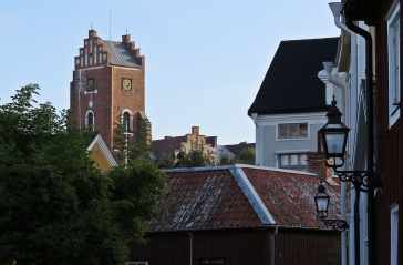 Rödtornet syns nästan varifrån som helst i staden.