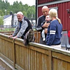 Farfar Lasse, Calle, Charlie, Lina och katten Cilla...