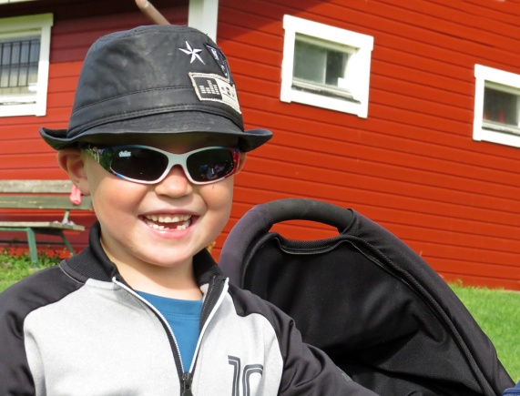 Tuffa Ludvig, som är för ung för att platsa i laget ...