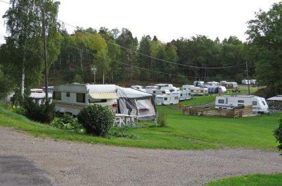 Gick förbi campingen där det fortfarande finns många husvagnar - många av dem bor året runt där och en del är arbetare på bruket...
