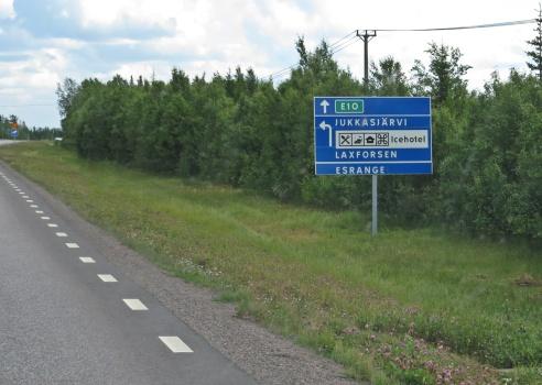 Passerar Kiruna och vägen till Jukkasjärvi och Laxforsen ...