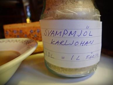 Torkad karljohanssvamp mald till svampmjöl. 2msk räcker gott till en soppa för två :)