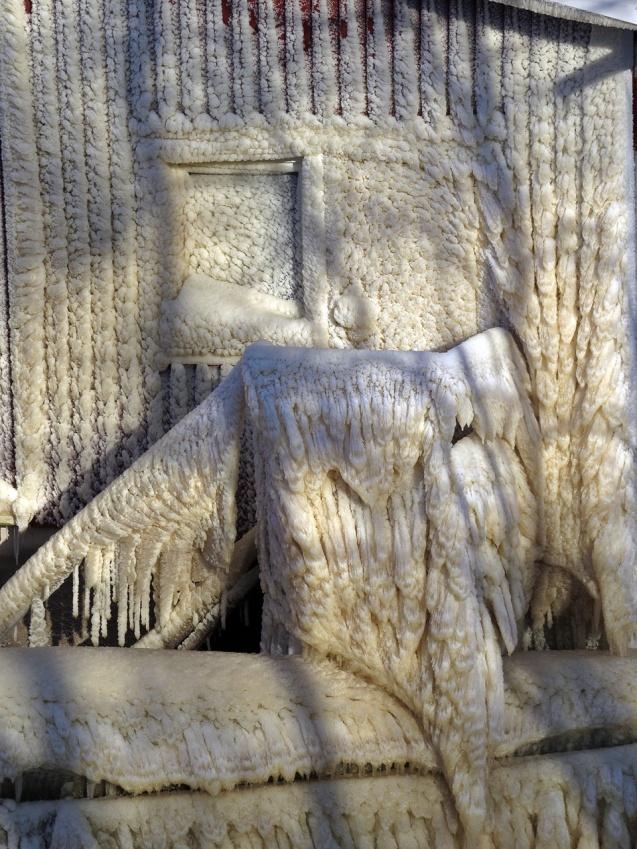 14 februari. Innanför ispansaret finns både en dörr och ett fönster.