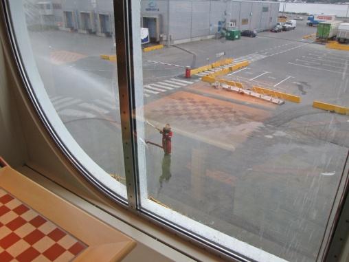 Lite från ovan kunde jag följa när vårt fartyg Midnatsol fick en dusch :)