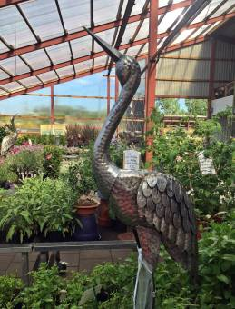 Fina trädgårdsprydnader ... den här fågeln i metall t.ex.