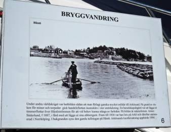 """Upptäckte """"Bryggvandringen"""" ... med trevliga skyltar som berättar om förr i tiden."""