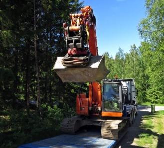 Avlastning av grävmaskin ...