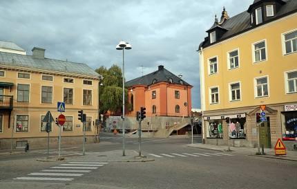 Utsikt mot hörnet G:a Rådstgugatan/ Repslagaregatan med Hörsalen i mitten ... väldigt öde en lördagseftermiddag ...
