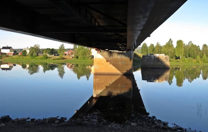 ... och bron underifrån.