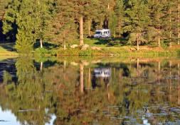Där står vi bra! Vy över sjön från Ludvikavägen.