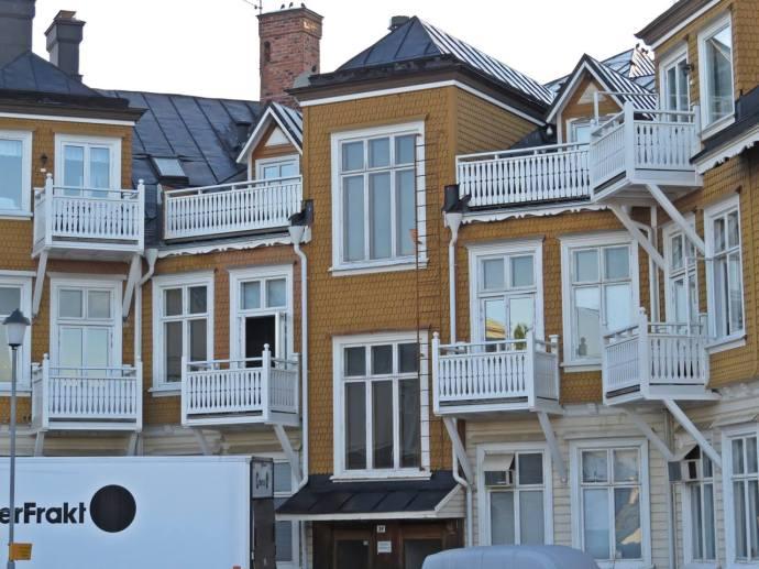 17 juli. Malung ... baksidan av huset med balkonger