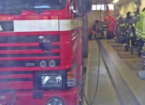 ... men i garaget står brandbilar