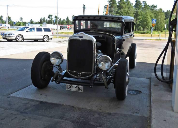häftig bil ... karossen från 1930- talet och motorn från 1970- talet.