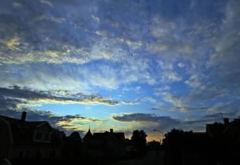 morgonhimmel i motljus ...
