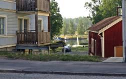 ... utsikt mellan husen