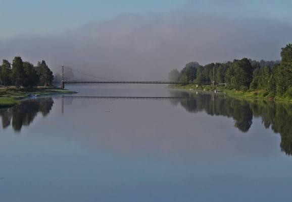 Tidig morgon - Västerdalälven med en bro längre bort