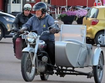 ... veteranmotorcykel med sidovagn.