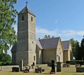 ... och stannade vid Heda kyrka - en medeltida kyrka från 1100- talet, restaurerad och tillbyggd till nuvarande utseende ...