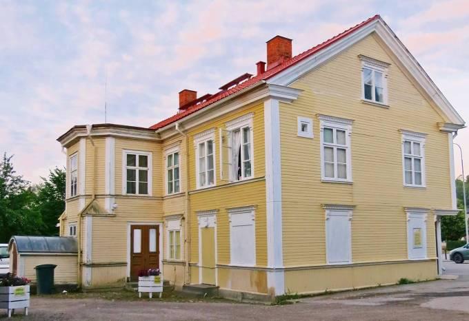 Ett av de gamla husen ...