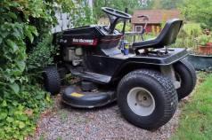 Trädgårdstraktorn - väldigt användbar!