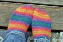 Mina nya handstickade strumpor - lagom i tjocklek så här innan det krävs varmare grejer.