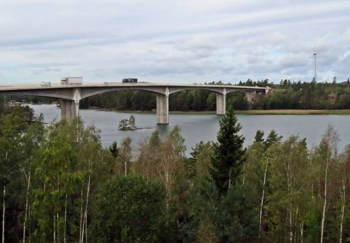 Vid bron över Stora Hammarsundet stannade vi för att fika ...