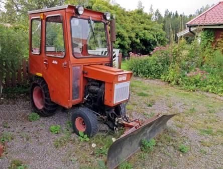 ... och en liten traktor i samma färg :)
