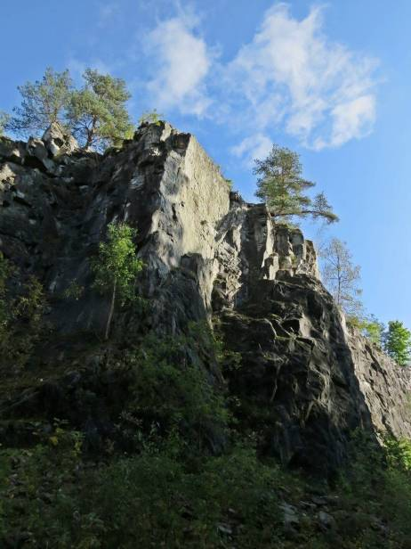 Höga stenväggar ... och blå himmel :)
