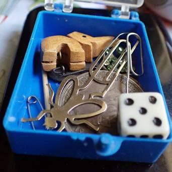 ... en liten ask med småsaker, som man kanske behöver :)
