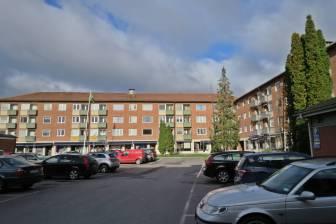 3 oktober. Ljuratorget heter platsen - inte mycket till torg - bara en stor parkering ...
