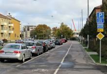 Albrektsvägen, där vår lilla gatstump började var en av de mest trafikerade gatorna på den tiden - österut ... där är skolan som jag gick mina första sex år i.